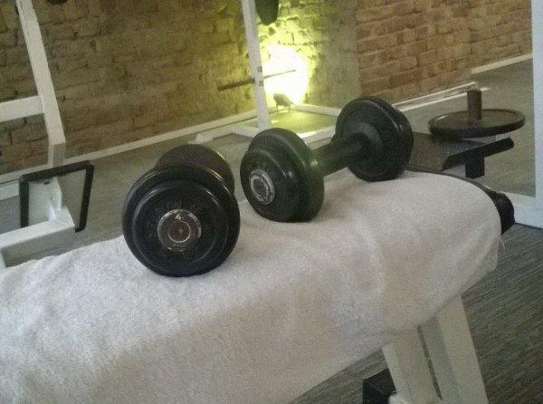 Edzi a Living Room Fitnessben...